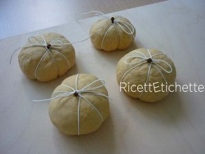 panini con chiodi di garofano