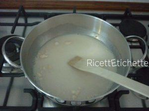 aggiungere farina mescolando