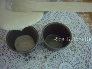 versare preparazione riso in stampini